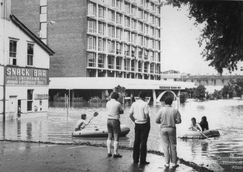 Alice Street, Brisbane, during 1974 flood
