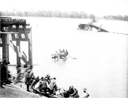 Crossing the Burdekin by boat, 1927