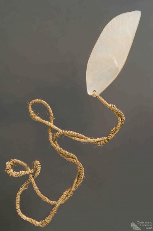 Pearl shell pendant