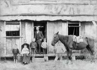 Lowe family, Resolute commune, 1895