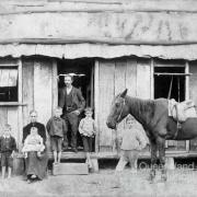 Lowe family, Resolute commune, 1895