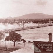 Fitzroy River Bridge in flood, 1918